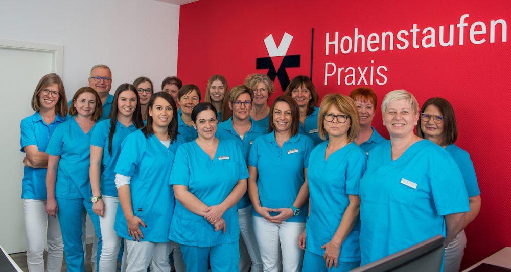 Das Team der Hohenstaufenpraxis in Wäschenbeuren bei Göppingen von Dr. Stefan Vollmer, Dr. Christiane Rothenhöfer, Ute Münßinger